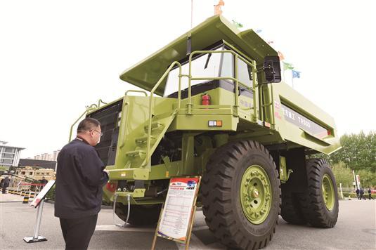 北方重工TR50D非公路矿用自卸车。
