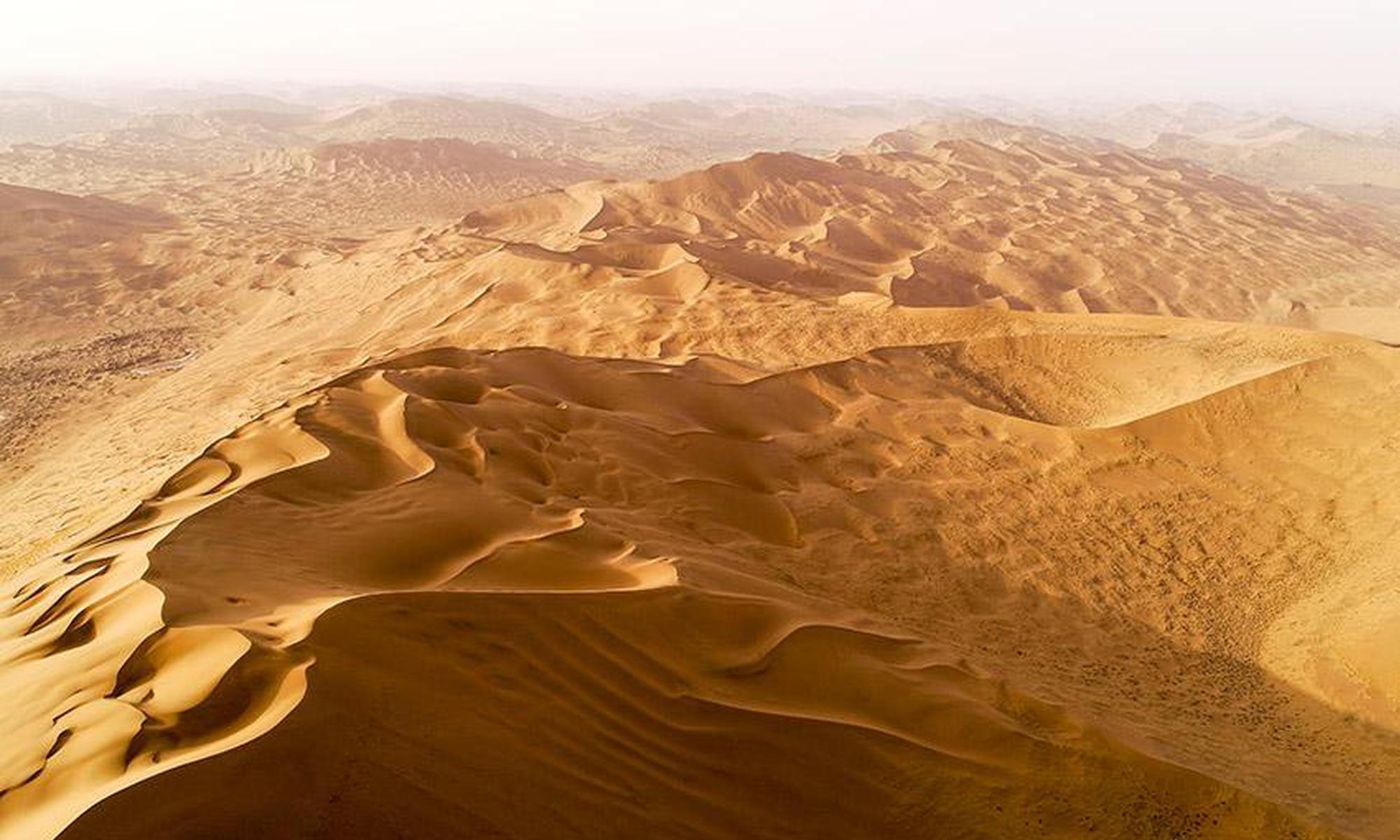 内蒙古阿拉善:沙漠珠峰景色独美