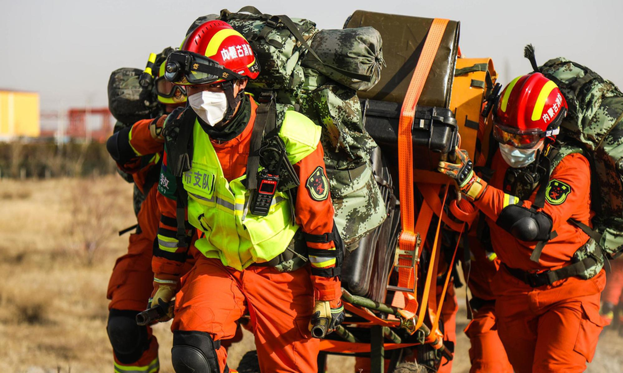 内蒙古开展地震救援实战拉练