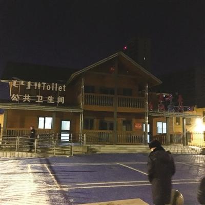 ▲赛罕区新建的沙梁村驿站亮化还没有到位,但公厕部分已经24小时开放