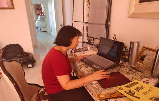 """康巴什区第二中学许彦芳老师创办""""许妈妈讲堂""""微信公众号推送微课视频。"""