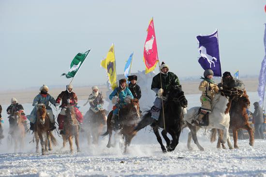 第十六届内蒙古冰雪那达慕开幕式上精彩的文艺表演。内蒙古日报社融媒体记者 韩卿立 摄