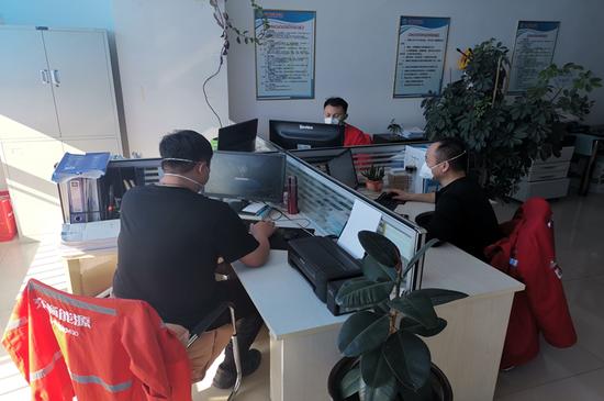 王永利工程师及其团队开发完成居民信息收集认证系统。