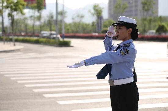 微笑柔性执法的代表——杨佳鑫