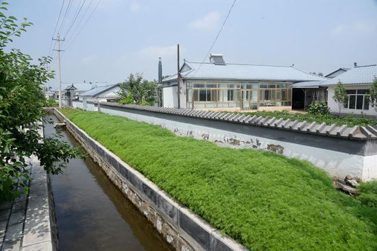 拥有浓郁族建筑特色的三合村。