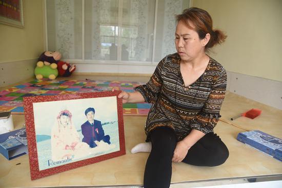 生活在三合村族家庭中的蒙古族媳妇儿——包淑霞。