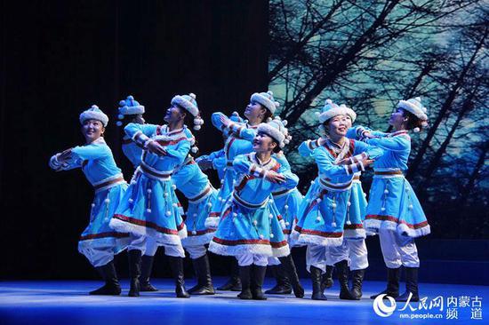 女群舞《暖雪》