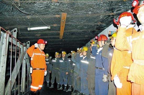 乌海地方煤矿严格执行领导带班制度