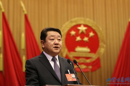 冯玉臻作政府工作报告 融媒体记者 张杨摄影