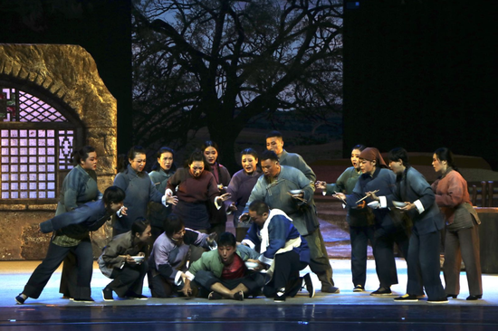 原创晋剧现代戏《武汉鼎》在内蒙古人民会堂上演