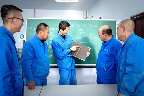 内蒙古自治区劳模王伟:十年钻研焊接 传承工匠精神