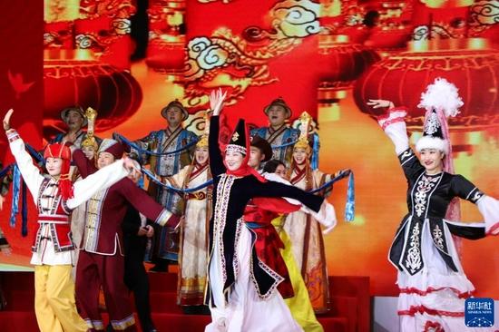 9月14日,演员们在开幕式上表演舞蹈《同心共筑中国梦》。新华社记者 朱文哲 摄