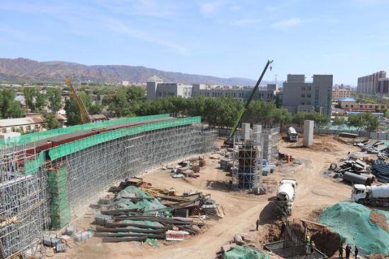 图为改造工程现场。