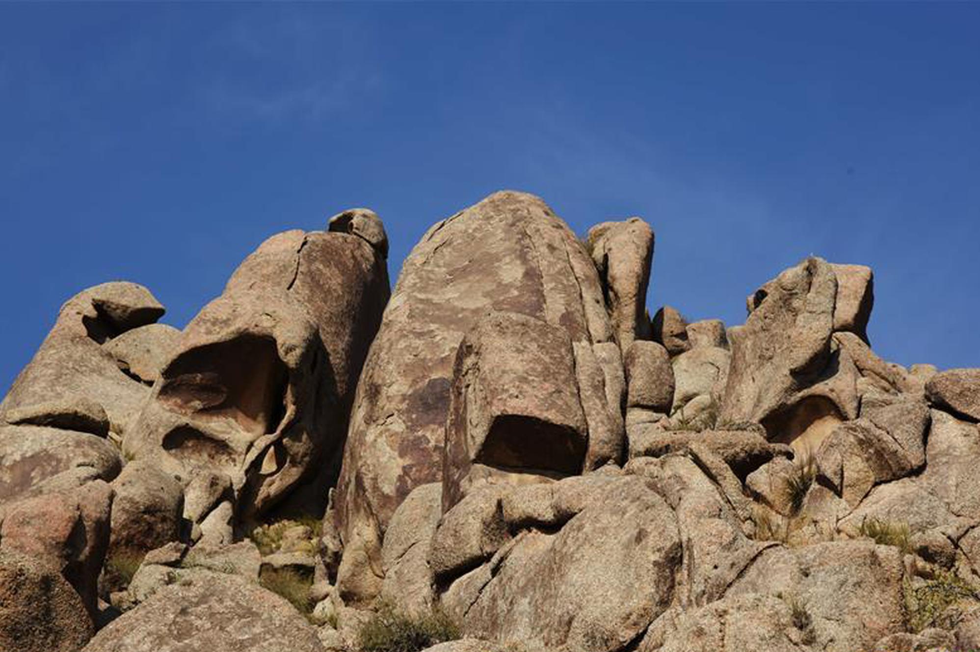 曼德拉山:岩画和怪石编织的秘境