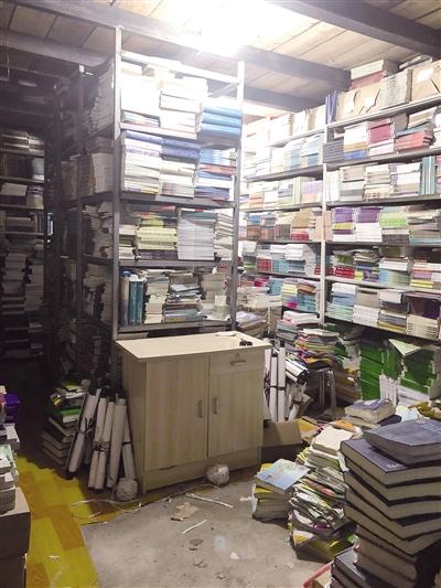 塔女士家地下室堆满了图书