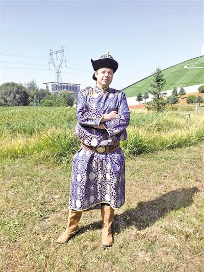 穿上蒙古袍很帅
