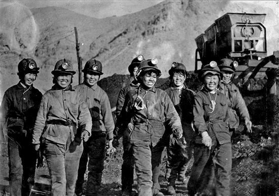 上世纪煤矿工人 (本文图片由国家能源集团乌海能源公司提供)