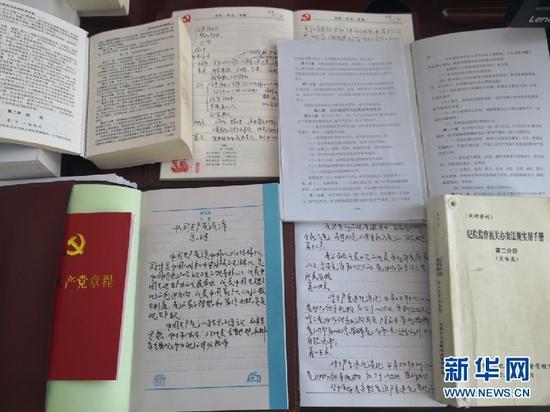 8月25日,王晓东办公桌上的案头书