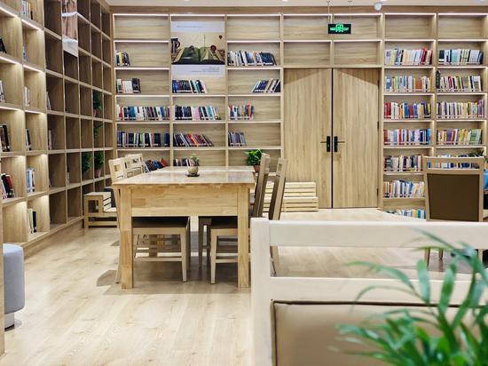内蒙古网红打卡地 丨 呼和浩特体育场鸿雁书屋