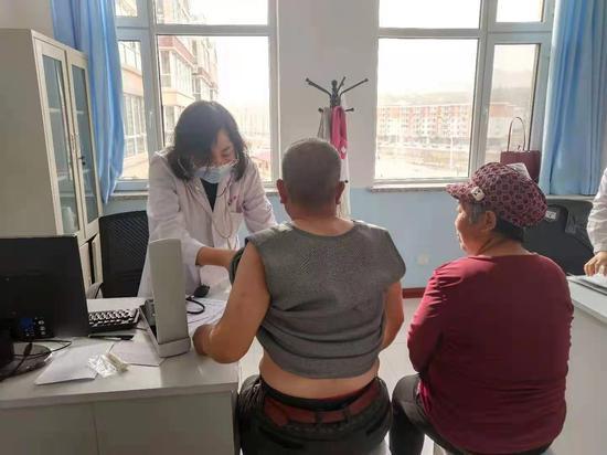 清水河县医疗集团组建专家团队定期到基层坐诊
