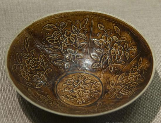印花紫定瓷碗