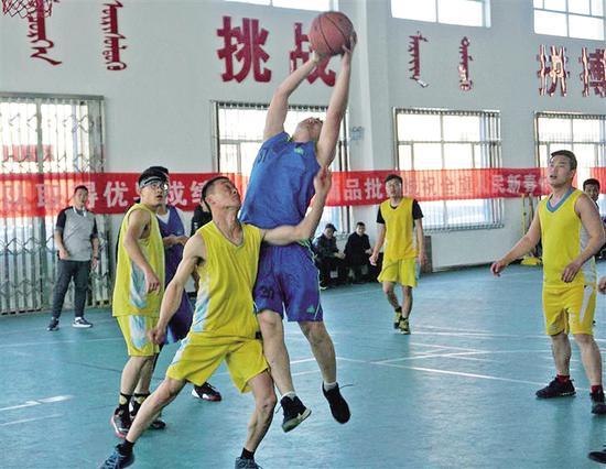 篮球比赛。
