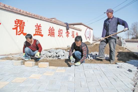 海南区加强乡村街边道路硬化工作