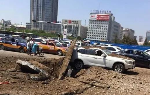 事故现场 记者王宇摄影