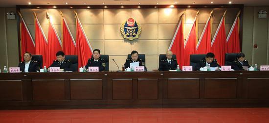 局领导张海顺、刘波、张立忠、马达、吕金华、娜日莎、武路希在主席台就座。
