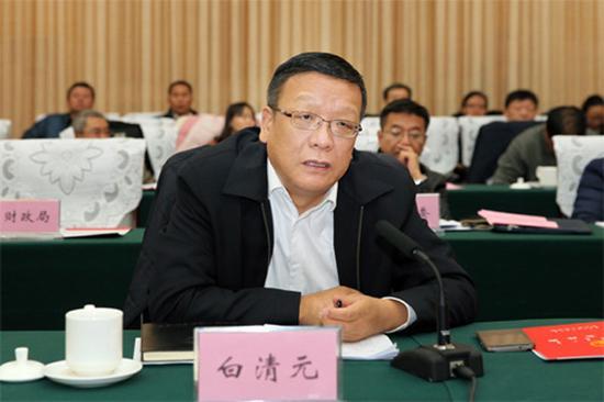 包头市副市长白清元作包头市政府质量工作情况汇报