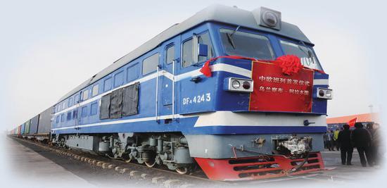 11月20日10点15分,随着一声汽笛,中欧班列(乌兰察布——阿拉木图)首趟货运列车徐徐开出。