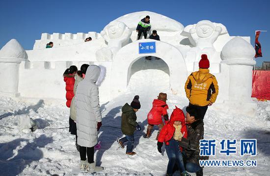"""丰富的冰雪活动让巴彦淖尔的冬天""""热""""起来(曹桢 摄)"""
