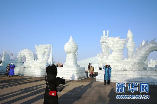 冰雪游成为巴彦淖尔全域旅游的重要一环(曹桢 摄)