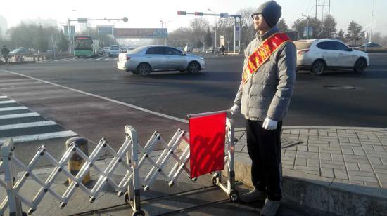 交警体验日:春节交通安全宣传人人有责