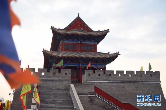 这是修缮后的定远营古城城楼(3月15日摄)。 新华社记者 邓华 摄