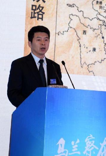 乌兰察布市委副书记、市长费东斌在论坛上致辞