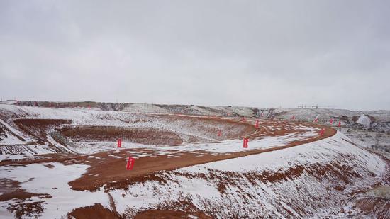G210线添漫梁北至越家壕(查干)段改线工程已经复工