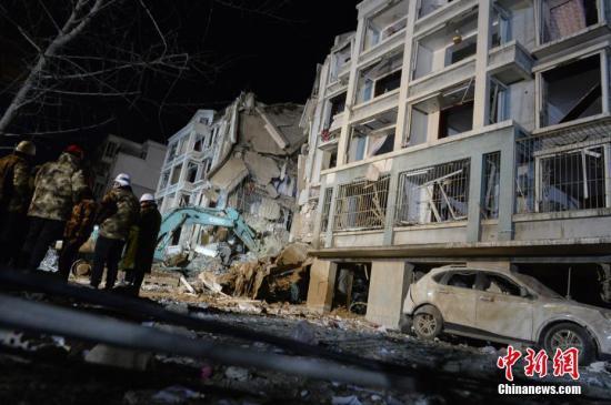 3月25日,发生爆炸的楼体。当日,内蒙古自治区包头市土右旗一居民小区发生爆炸。中新社记者 刘文华 摄