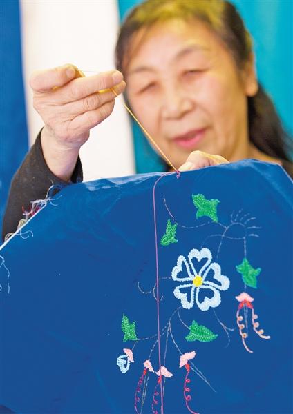 柏开花的奥日雅玛拉刺绣。