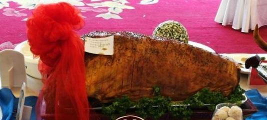 图为当天现场展示的特色蒙餐 李爱平 摄