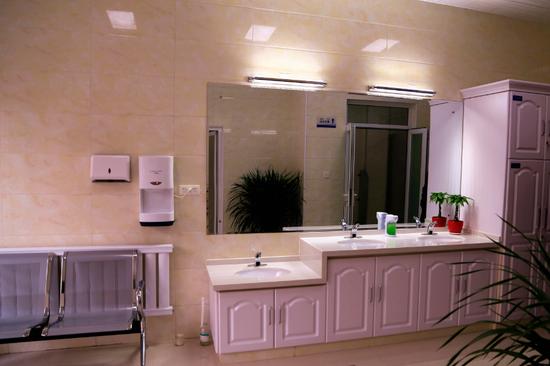 提升改造一间卫生间所花的费用只是新建一座同等标准卫生间的一半。