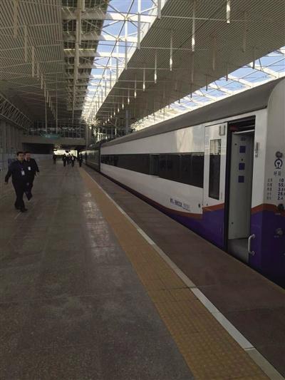 检测列车在呼和浩特东站整装待发