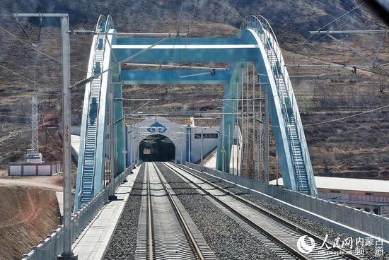 跨G6高速拱桥