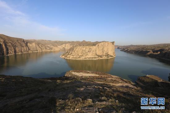 老牛湾大峡谷旅游景区内风光旖旎的黄河太极湾