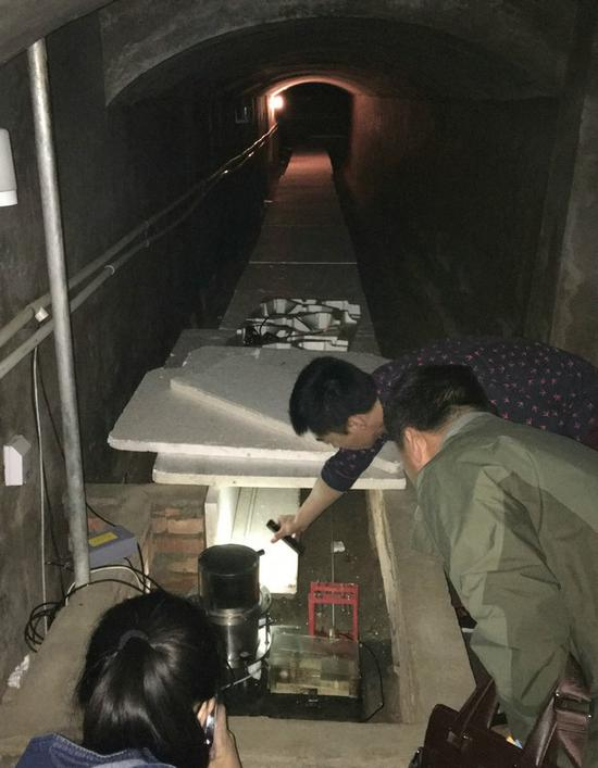 地震观测山洞中放置的精密仪器