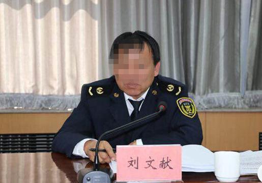 刘文献任巴彦淖尔市质监局副局长时的工作照