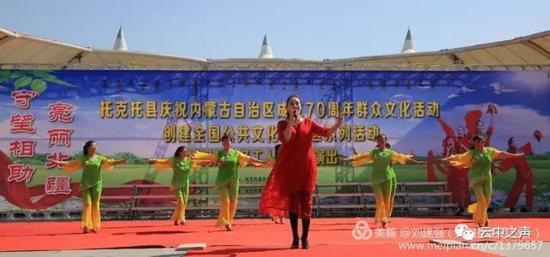 歌伴舞《抛绣球》,表演者:文化志愿者蔺鲜鲜 伴舞:文化志愿者侯红霞等