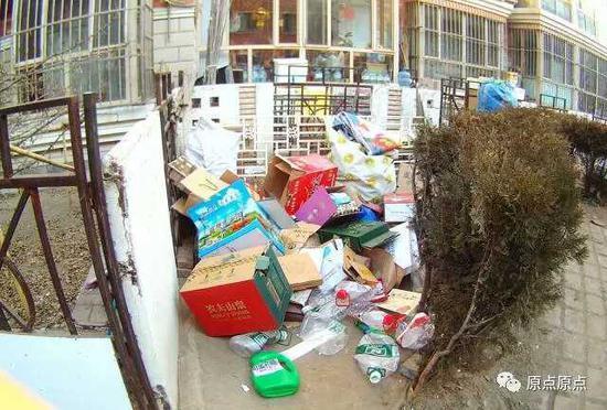 小区内常见杂物乱堆的现象折射部分物业服务企业失责的现实。