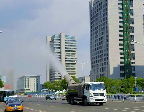 多功能抑尘车洒水喷雾降尘作业