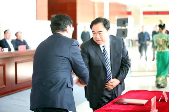 内蒙古和林格尔新区与内蒙古环保投资公司筹备组签订合作意向书
